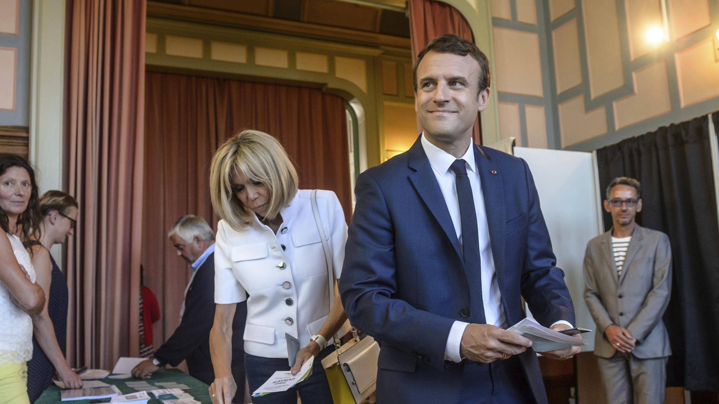 Low turnout but big majority ahead for Macron